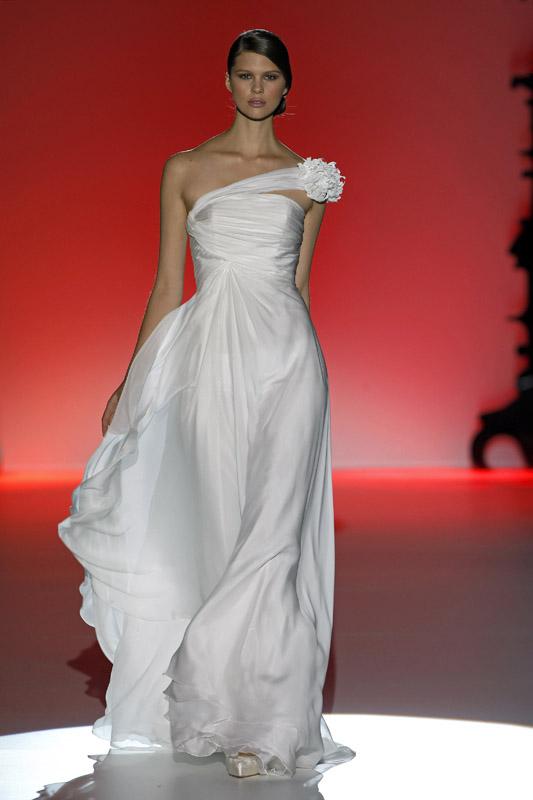 Vestido de novia de Hannibal Laguna 2012