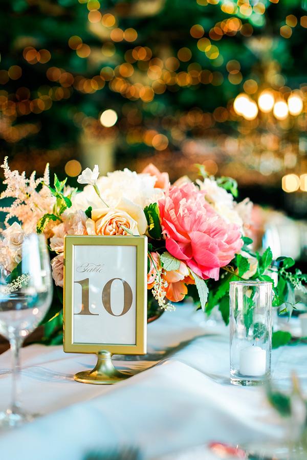 Mesero de boda en dorado
