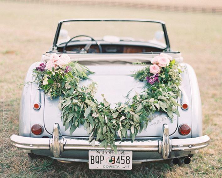 El coche de boda llega con estilo - Decoracion coche novia ...