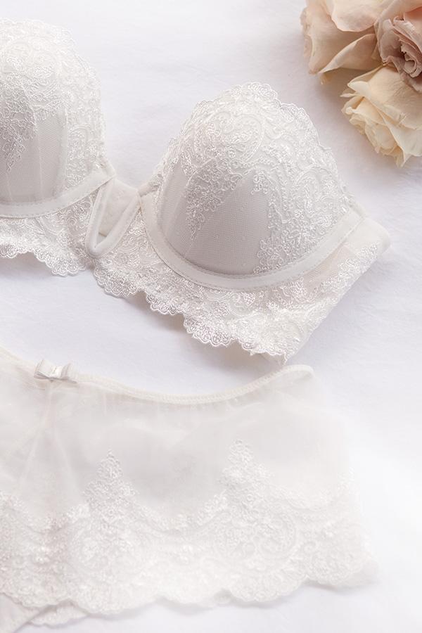 Lencería para novias con poco pecho