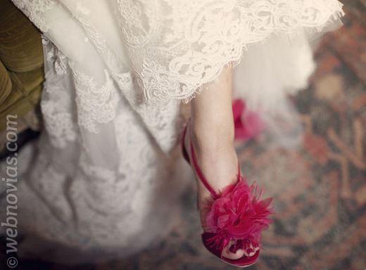 zapatos de novia con maxi flor